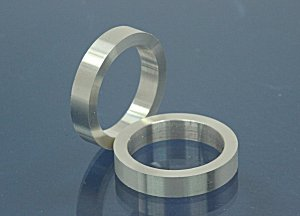 4mm wide / 2,2mm thickness